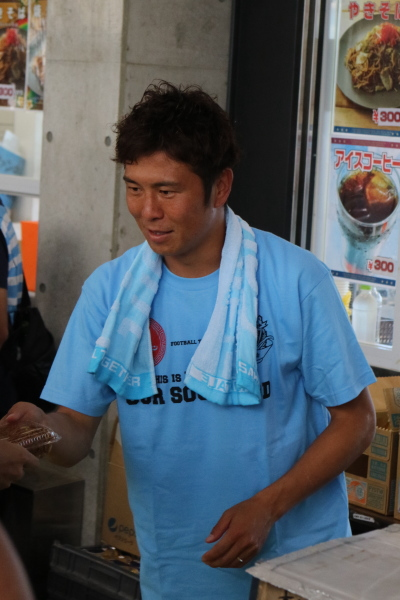 川崎フロンターレファン感謝デーでのニュータンタンメン本舗「まぜタン」の販売