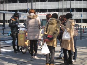 「KOSUGI CURRY」の移動販売(武蔵小杉新駅ロータリー)