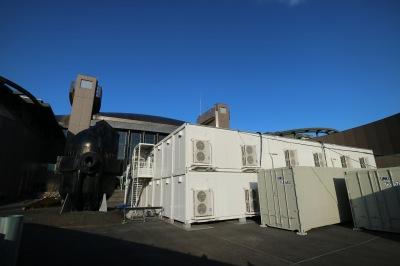 修復作業が進められている川崎市市民ミュージアムの仮設施設