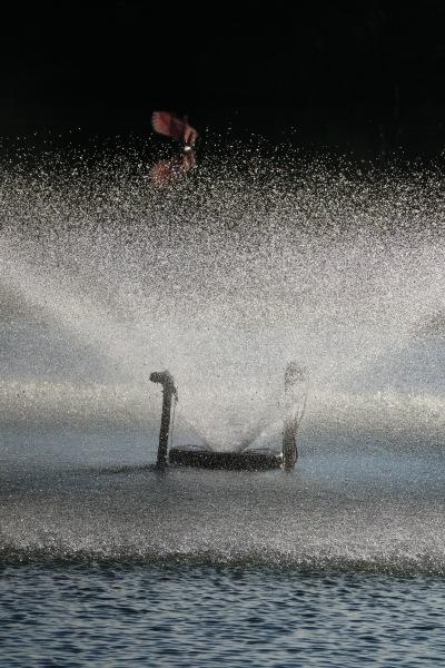 釣り池の噴水