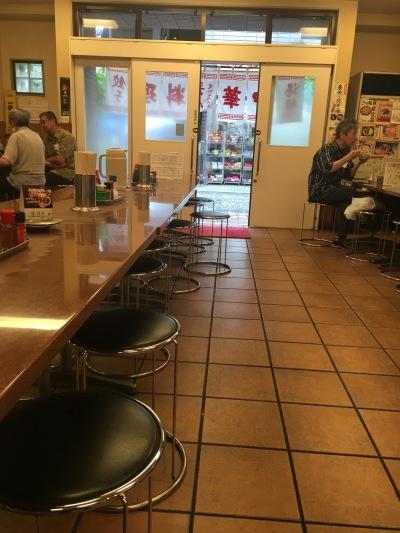 三ちゃん食堂の店内
