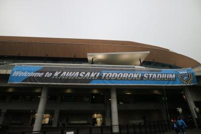 新調された等々力陸上競技場の横断幕