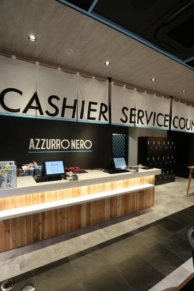 「AZZURRO NERO」のレジカウンター