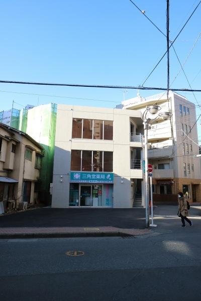 府中街道の三角堂ビルディング