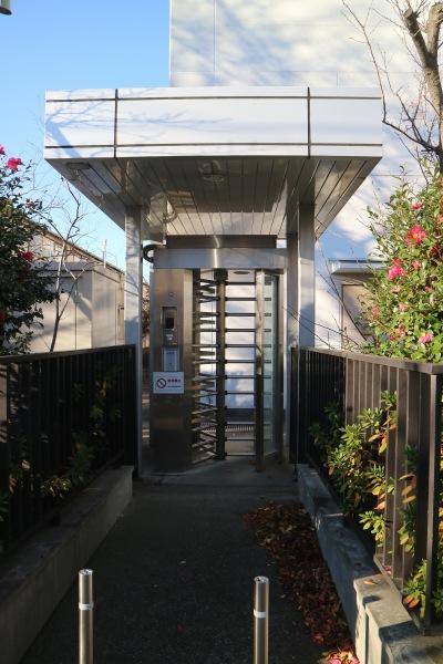 工場の通用門