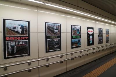 反対側壁面にもポスターが掲示