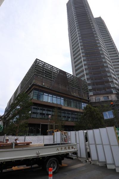 南武線側から見た「Kosugi 3rd Avenue」