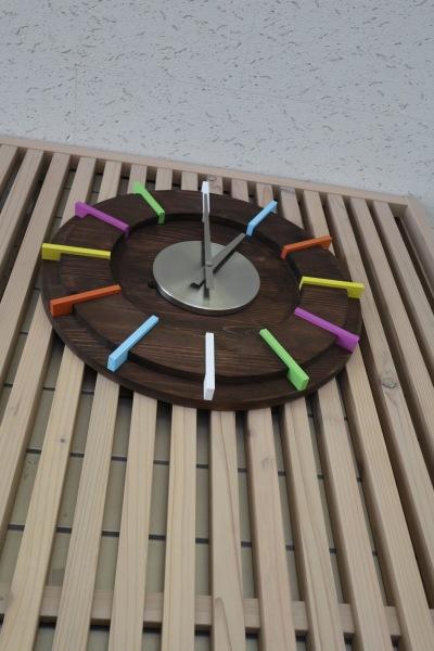 時計も木製にリニューアル