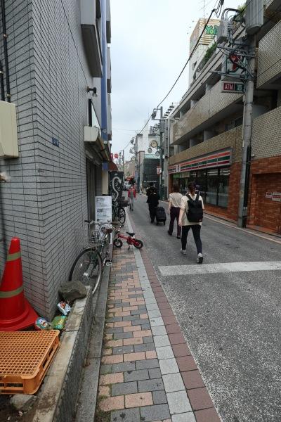 オズ通り商店街の入口(綱島街道沿い)