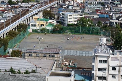 関東労災病院北側の東住吉小学校