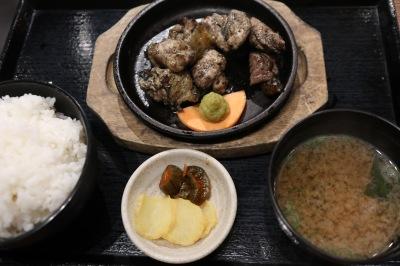 宮崎地頭鶏炭火焼の定食