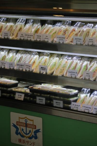 サンドイッチが並ぶ店内